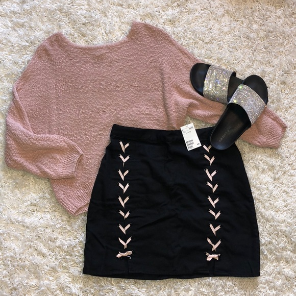 H&M Dresses & Skirts - New black and pink lace up skirt